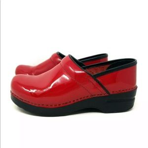 DANSKO RED PATENT LEATHER PROFESSIONAL CLOGS